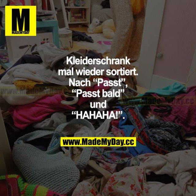 """Kleiderschrank mal wieder sortiert. Nach """"Passt"""", """"Passt bald"""" und """"HAHAHA!""""."""
