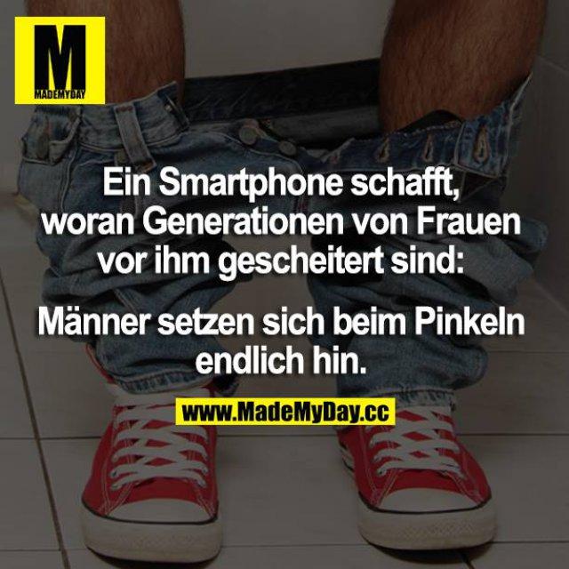 Ein Smartphone schafft, woran Generationen von Frauen vor ihm gescheitert sind: Männer setzen sich beim Pinkeln endlich hin.
