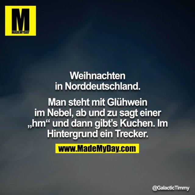 """Weihnachten in Norddeutschland.<br /> Man steht mit Glühwein im Nebel, ab und zu sagt einer """"hm"""" und dann gibt's Kuchen. Im Hintergrund ein Trecker."""